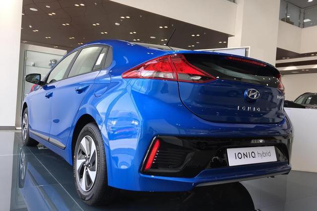 Hyundai IONIQ Side