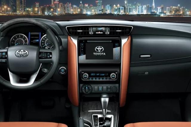 Toyota Fortuner 2017 interior