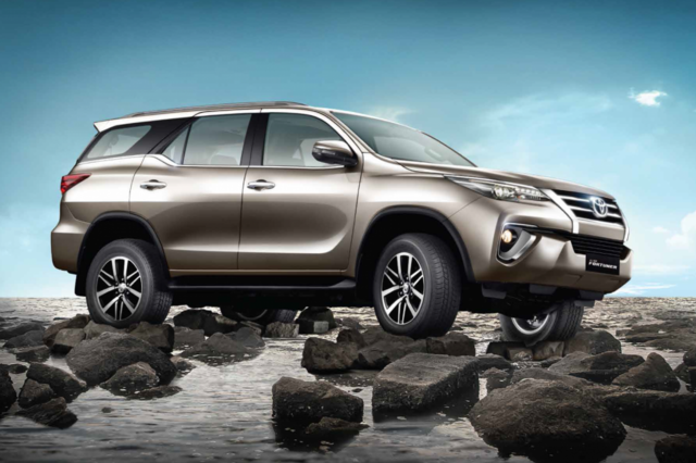 Toyota Fortuner 2017 Off Road