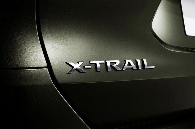 Nissan X Trail badge