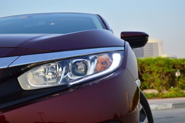 Honda Civic 2017 headlights