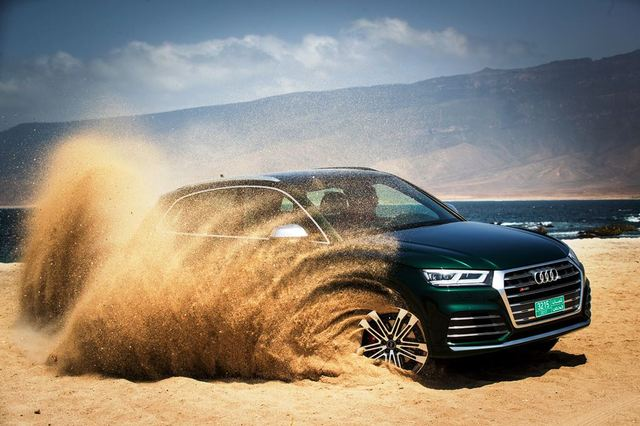 Audi SQ5 right side