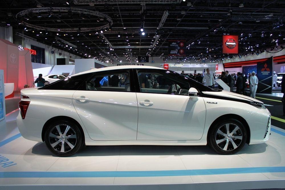 Toyota Mirai 2018 side view
