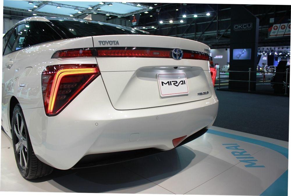 Toyota Mirai 2018 rear view