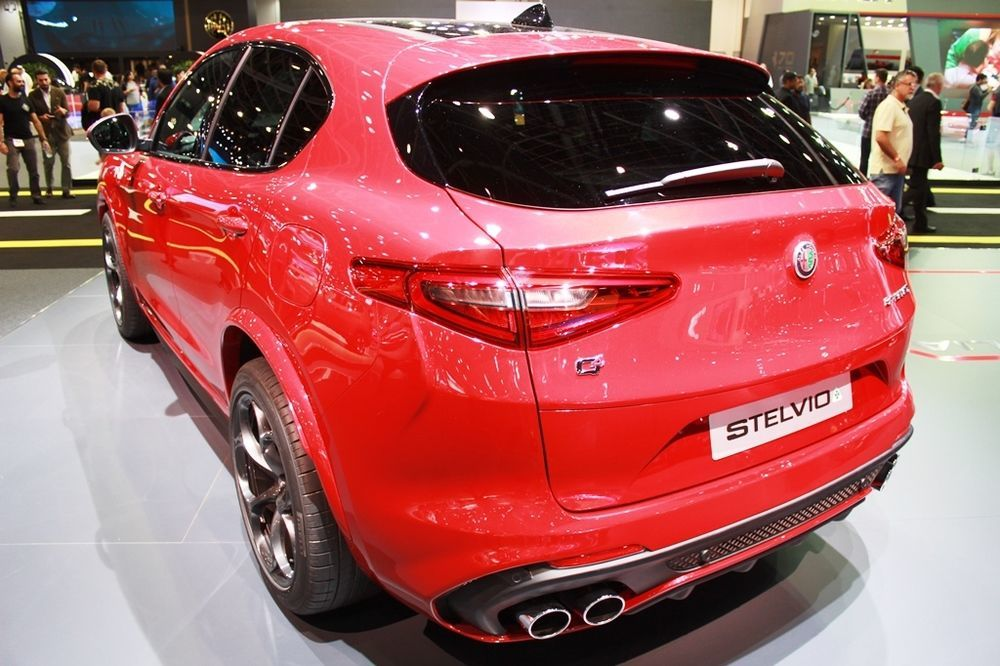 Alfa Romeo Stelvio 2018 rear left
