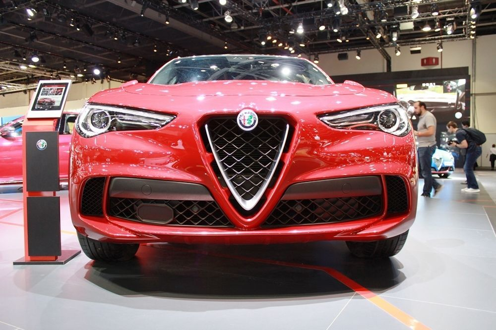 Alfa Romeo Stelvio 2018 front low