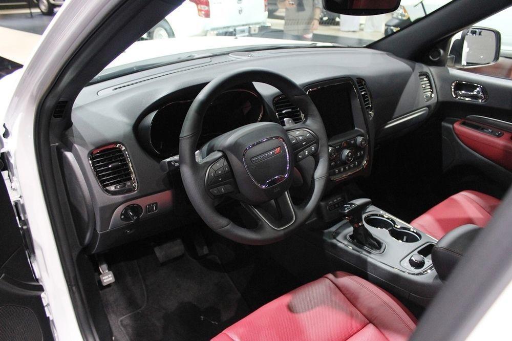 Dodge Durango SRT 2018 cabin
