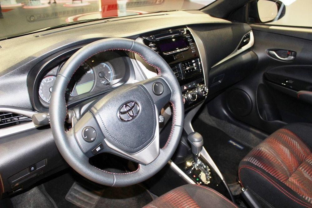 Toyota Yaris hatchback 2018 cabin