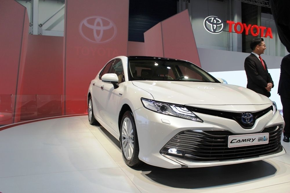 Toyota Camry 2018 front closeup