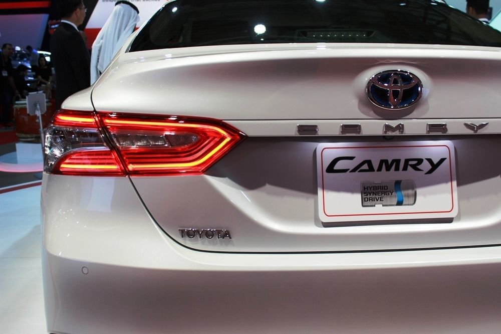 Toyota Camry 2018 rear left closeup