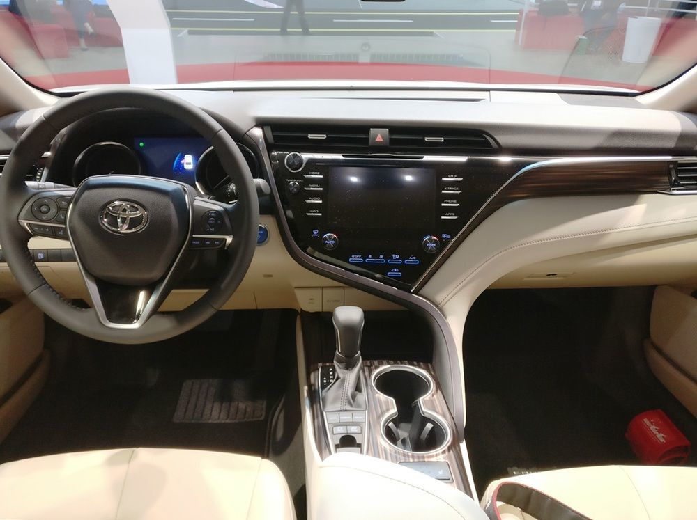 Toyota Camry 2018 cabin