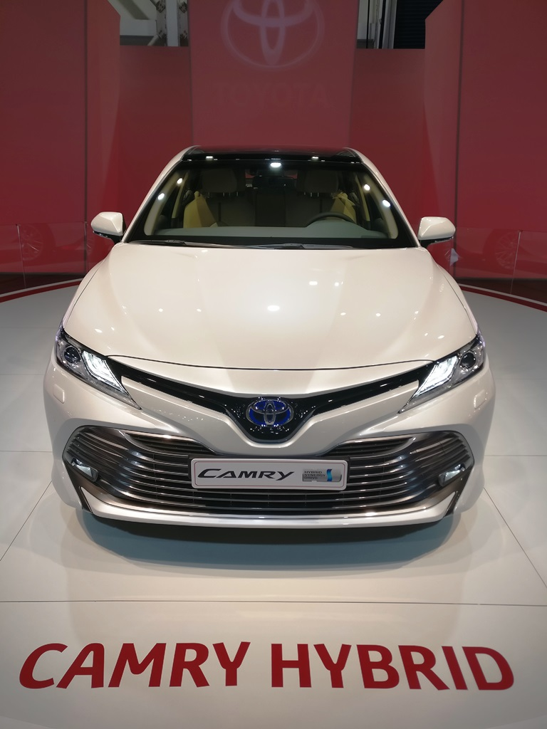2018 toyota camry at the dubai motor show bahrain. Black Bedroom Furniture Sets. Home Design Ideas