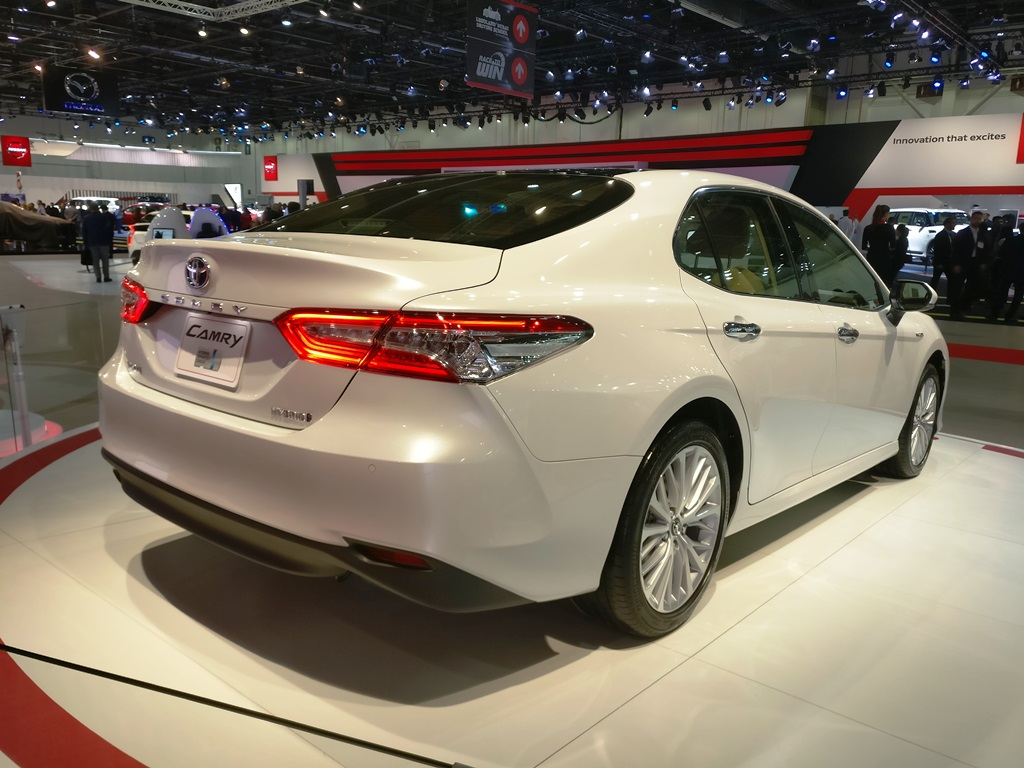 2018 toyota camry at the dubai motor show oman yallamotor. Black Bedroom Furniture Sets. Home Design Ideas