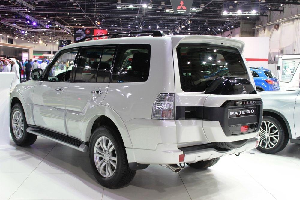 Mitsubishi Pajero 2018 rear left
