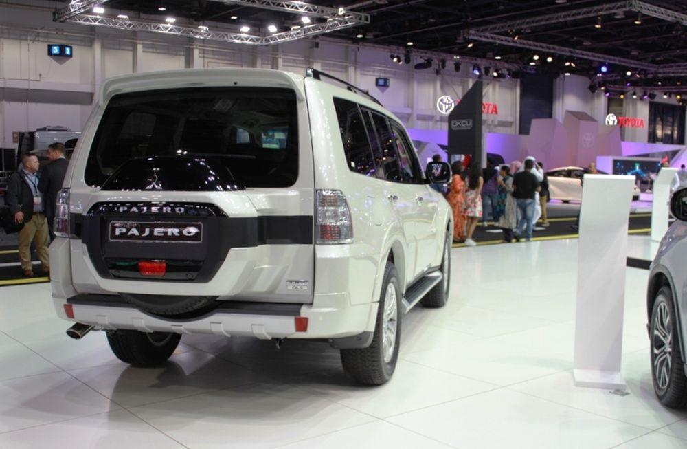 Mitsubishi Pajero 2018 rear right