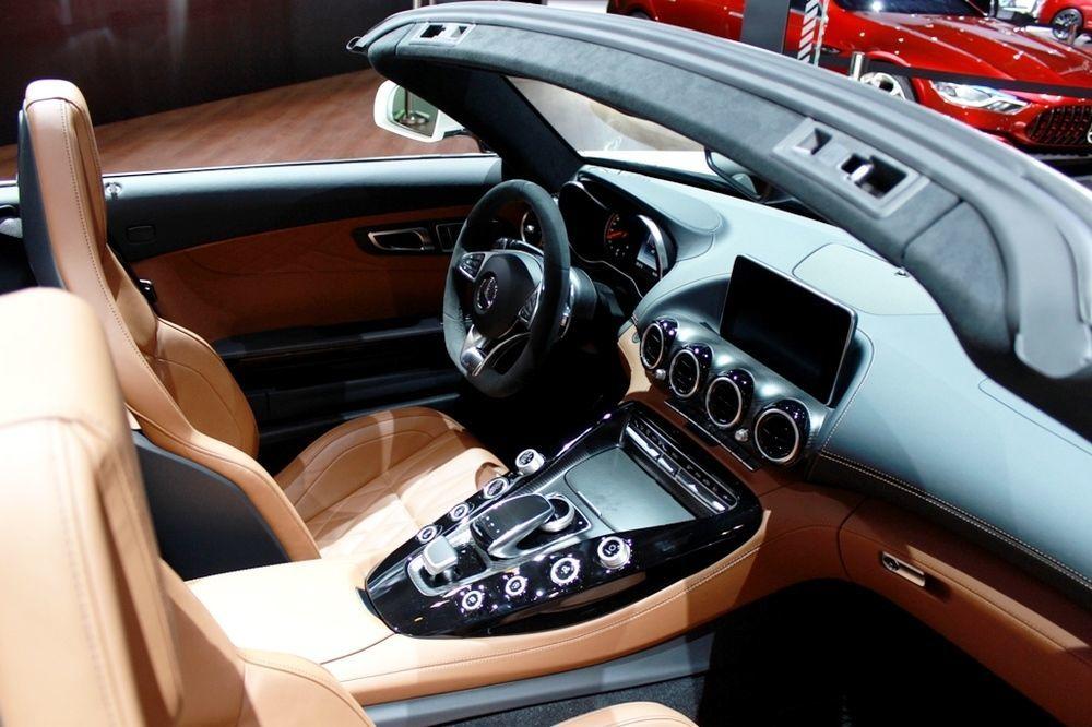 Mercedes-AMG GT C Roadster 2018 cabin