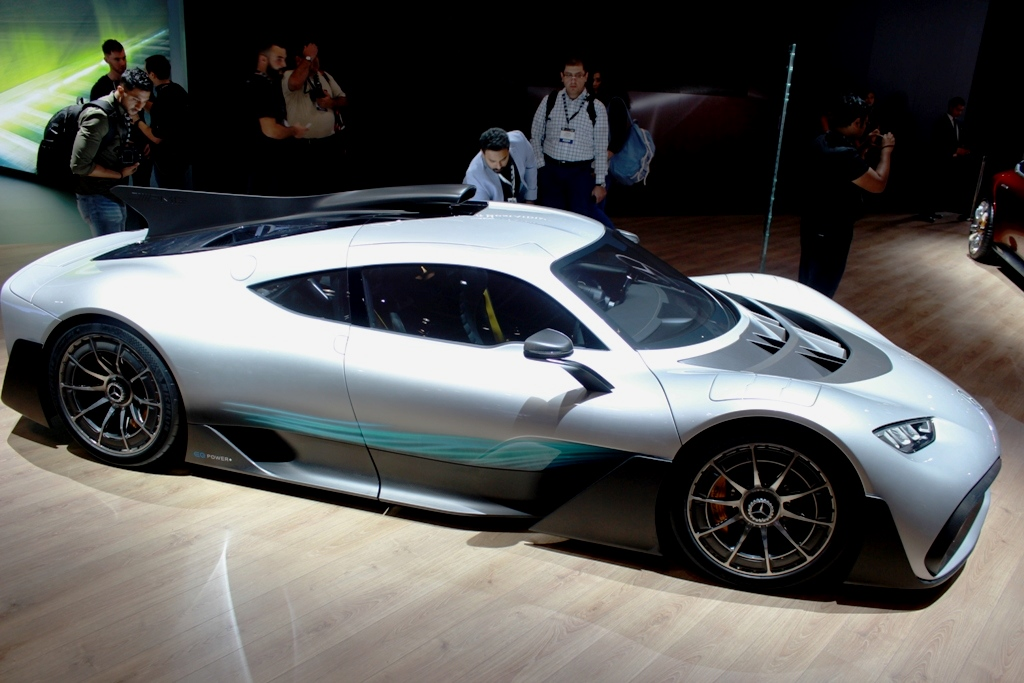 Mercedes amg project one concept at the dubai motor show for Mercedes benz amg project one