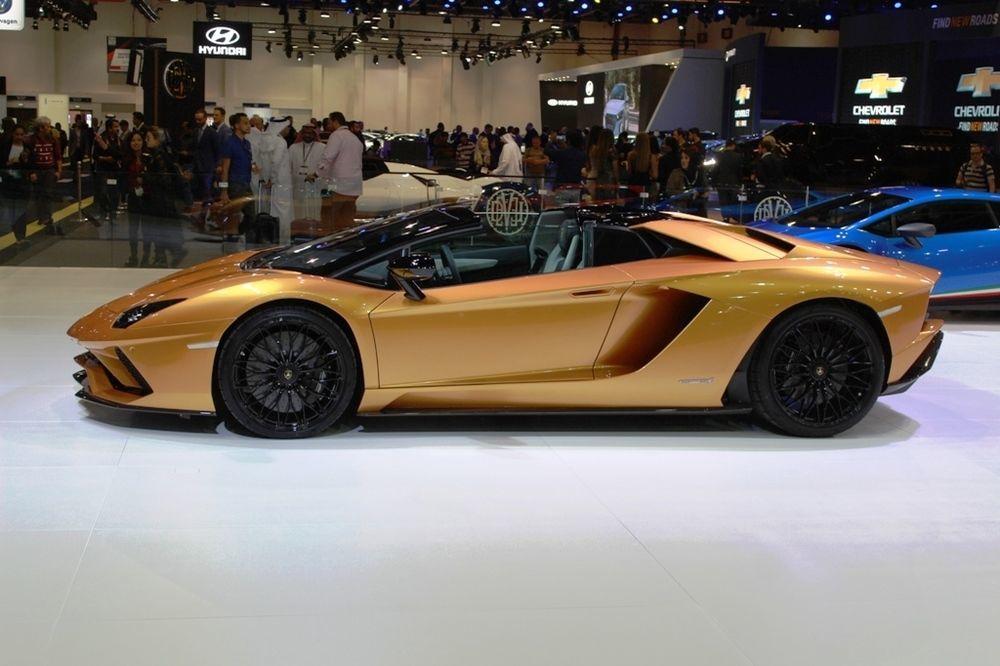 Lamborghini Aventador S 2018 Side