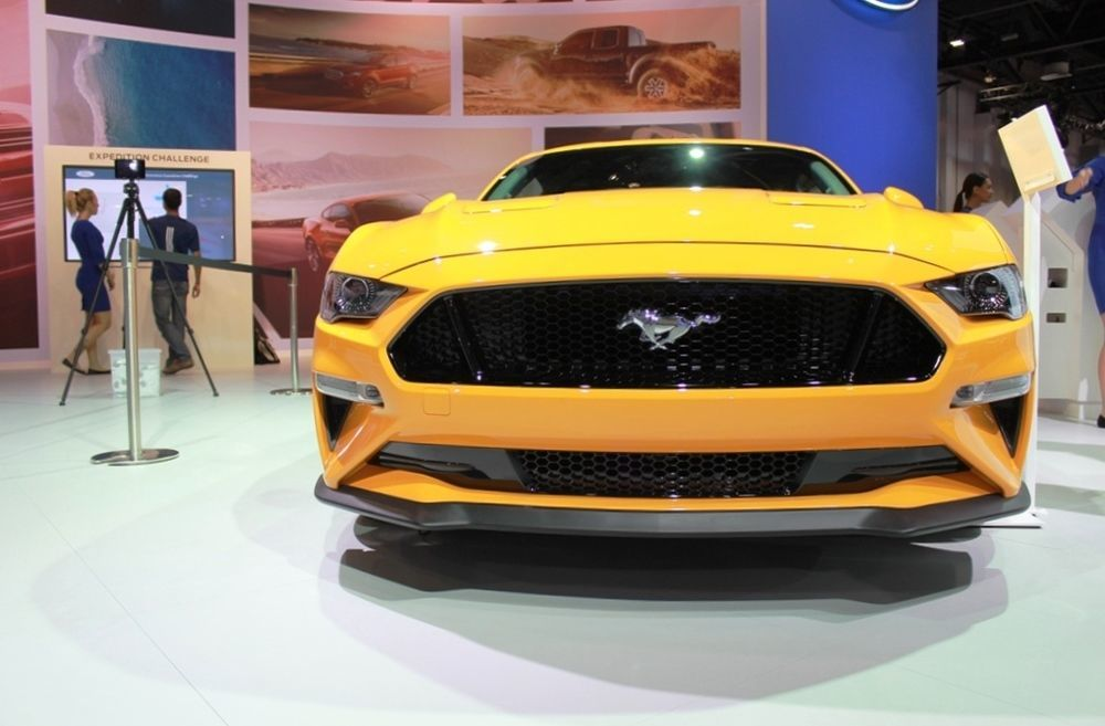 Ford Mustang 2018 front closeup