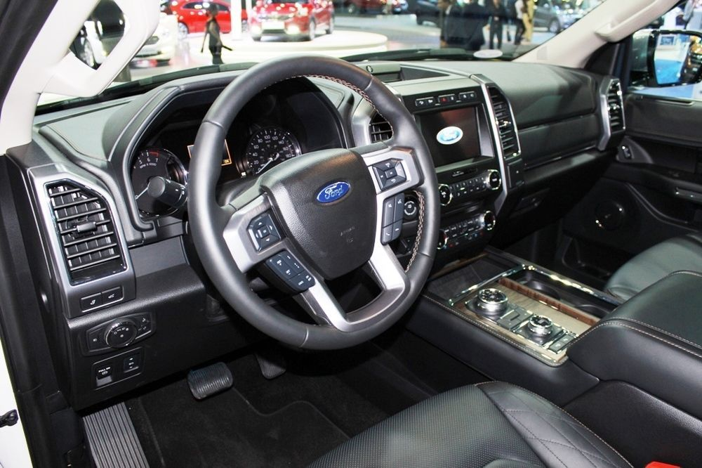 Ford Expedition 2018 cabin