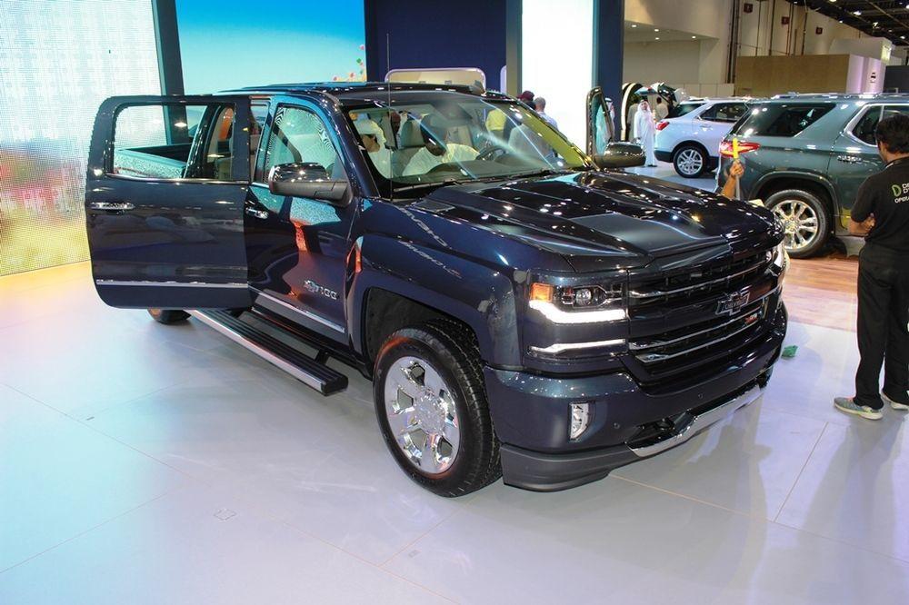 Chevrolet Silverado Centennial Edition 2018 front right