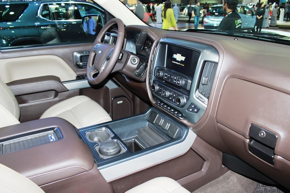 Chevrolet Silverado Centennial Edition 2018 cabin