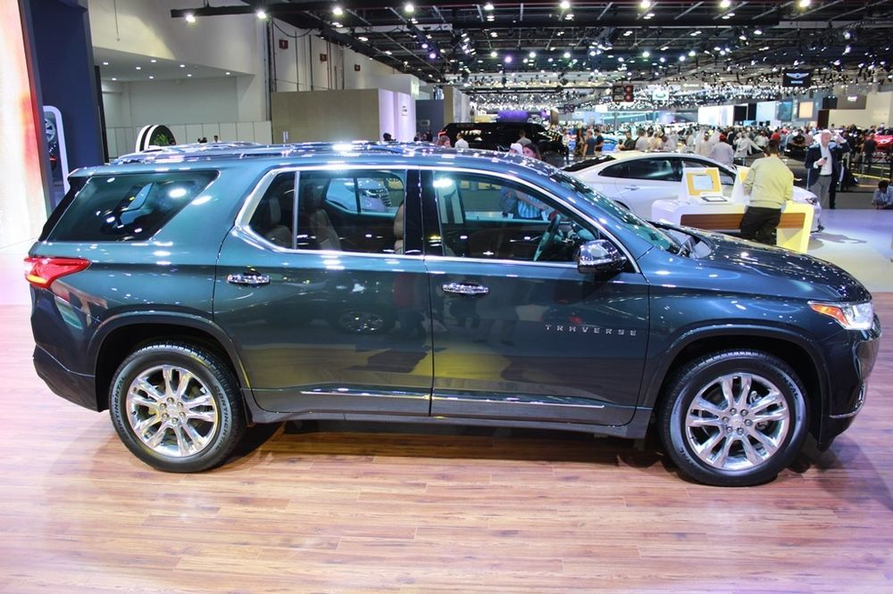 Chevrolet Traverse 2018 side view