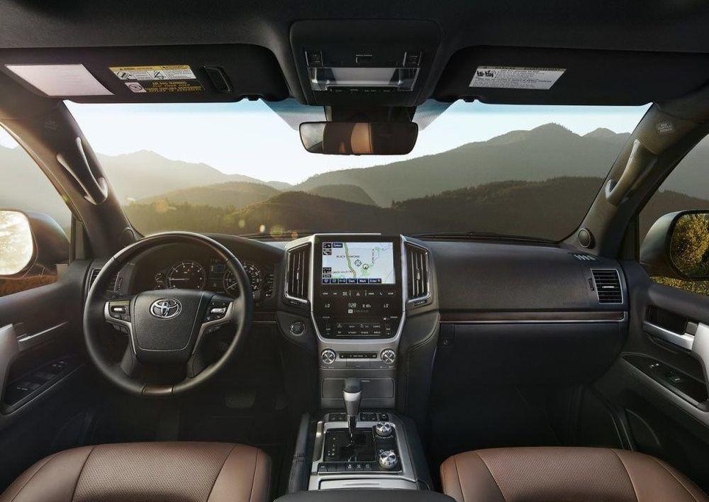 Toyota Land Cruiser 2018 interior