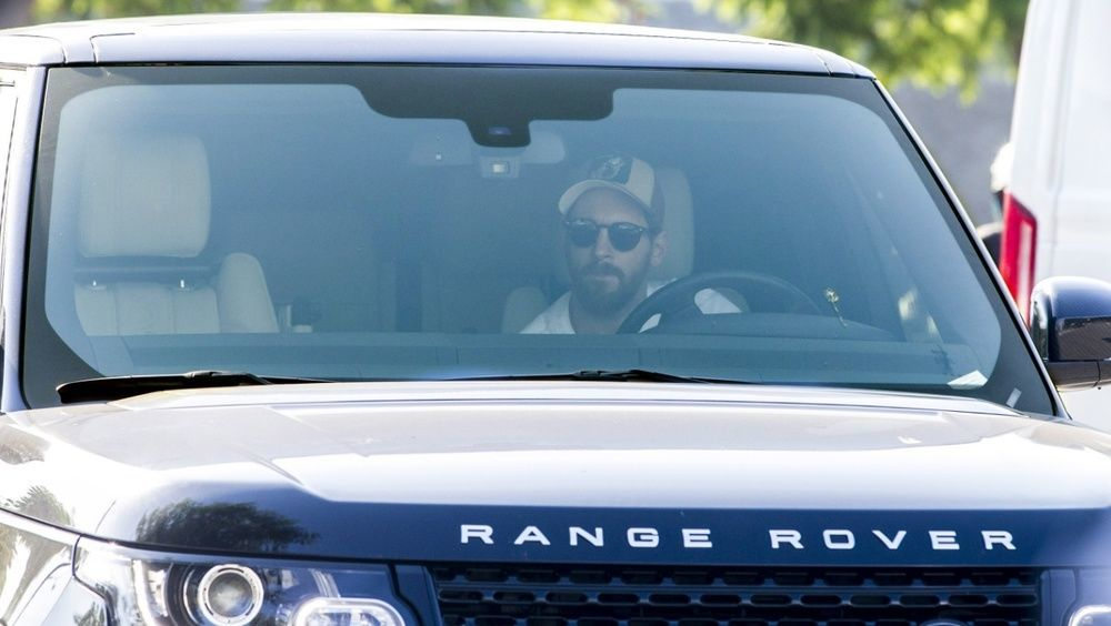 Messi driving Range Rover