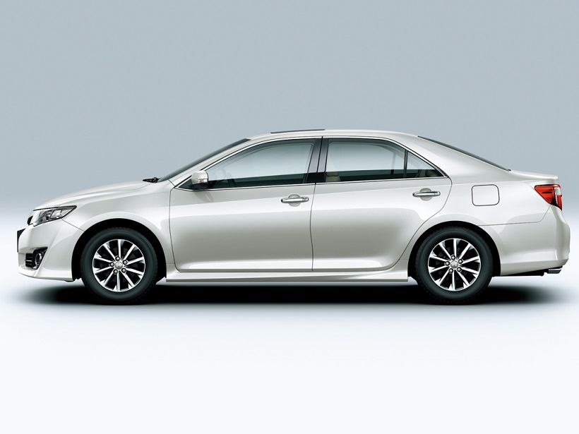 toyota camry 2013 sport in bahrain new car prices specs. Black Bedroom Furniture Sets. Home Design Ideas