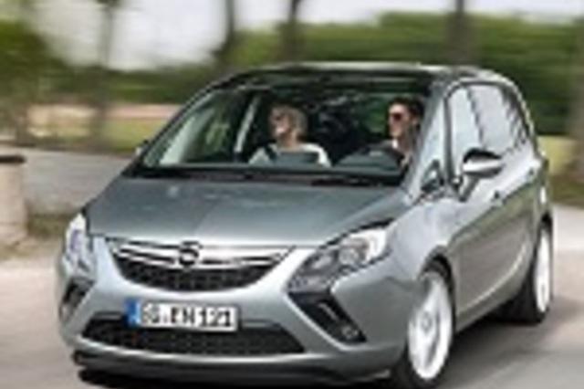 Compare Cars Peugeot 3008 2014 Premium Vs Kia Carens 2014 16 Lx