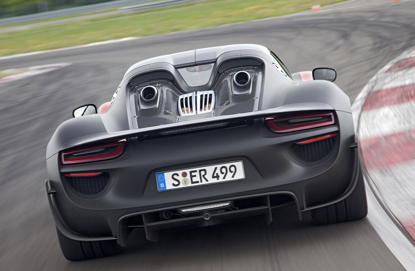 porsche 918 spyder 2015 weissach package in saudi arabia. Black Bedroom Furniture Sets. Home Design Ideas