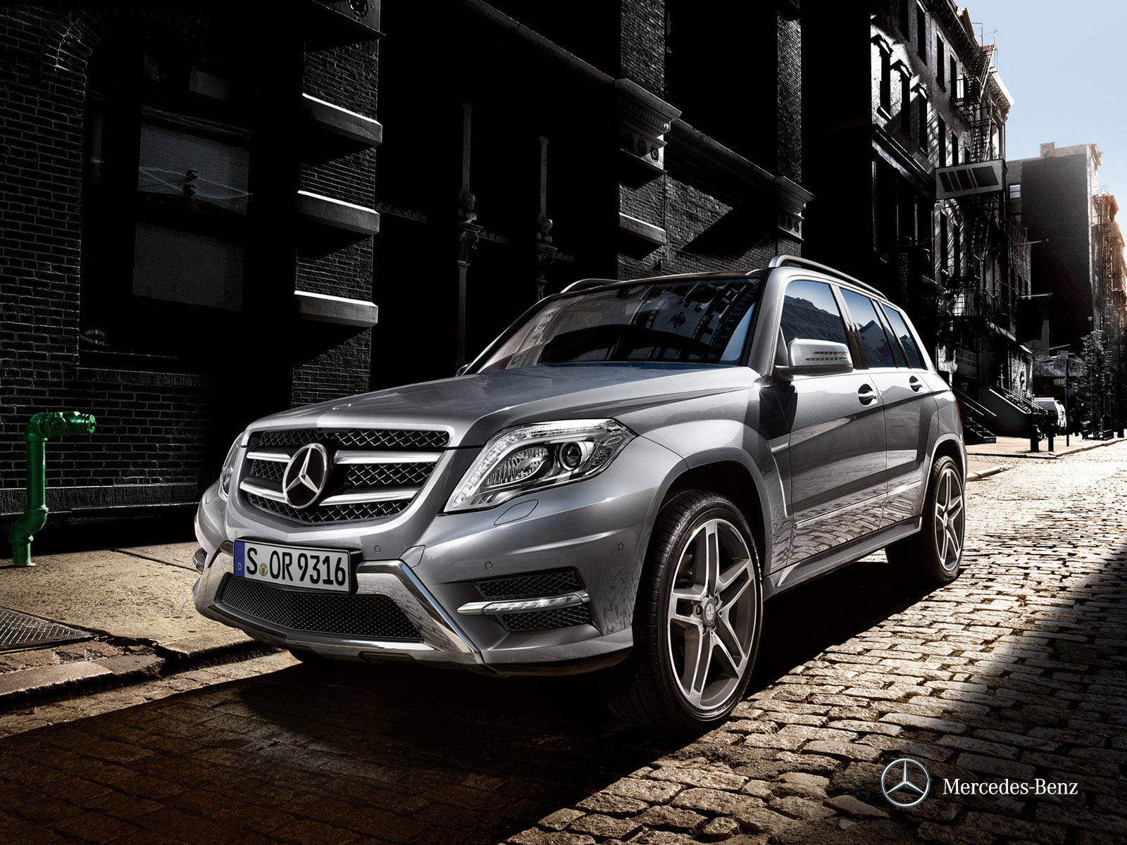 mercedes benz glk class 2012 glk 300 4matic in uae new car prices specs reviews photos. Black Bedroom Furniture Sets. Home Design Ideas
