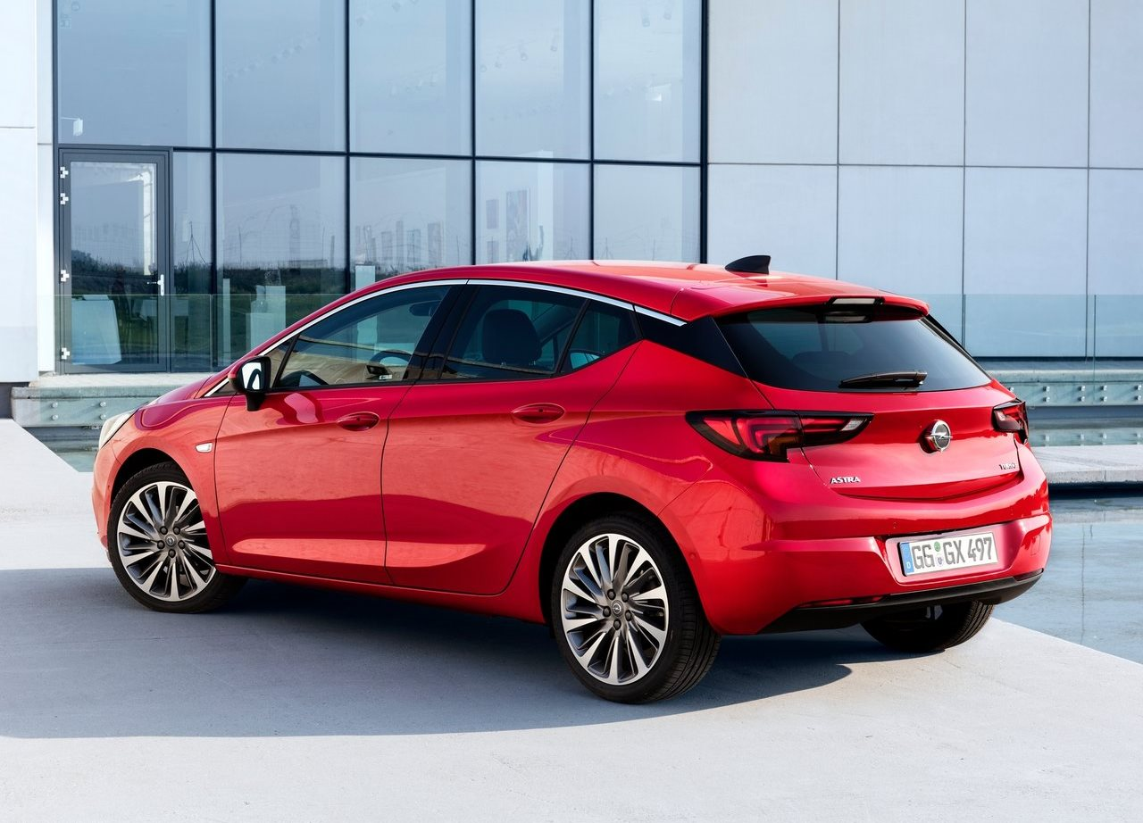 opel astra hatchback 2017 1 6l in uae new car prices specs reviews photos yallamotor. Black Bedroom Furniture Sets. Home Design Ideas