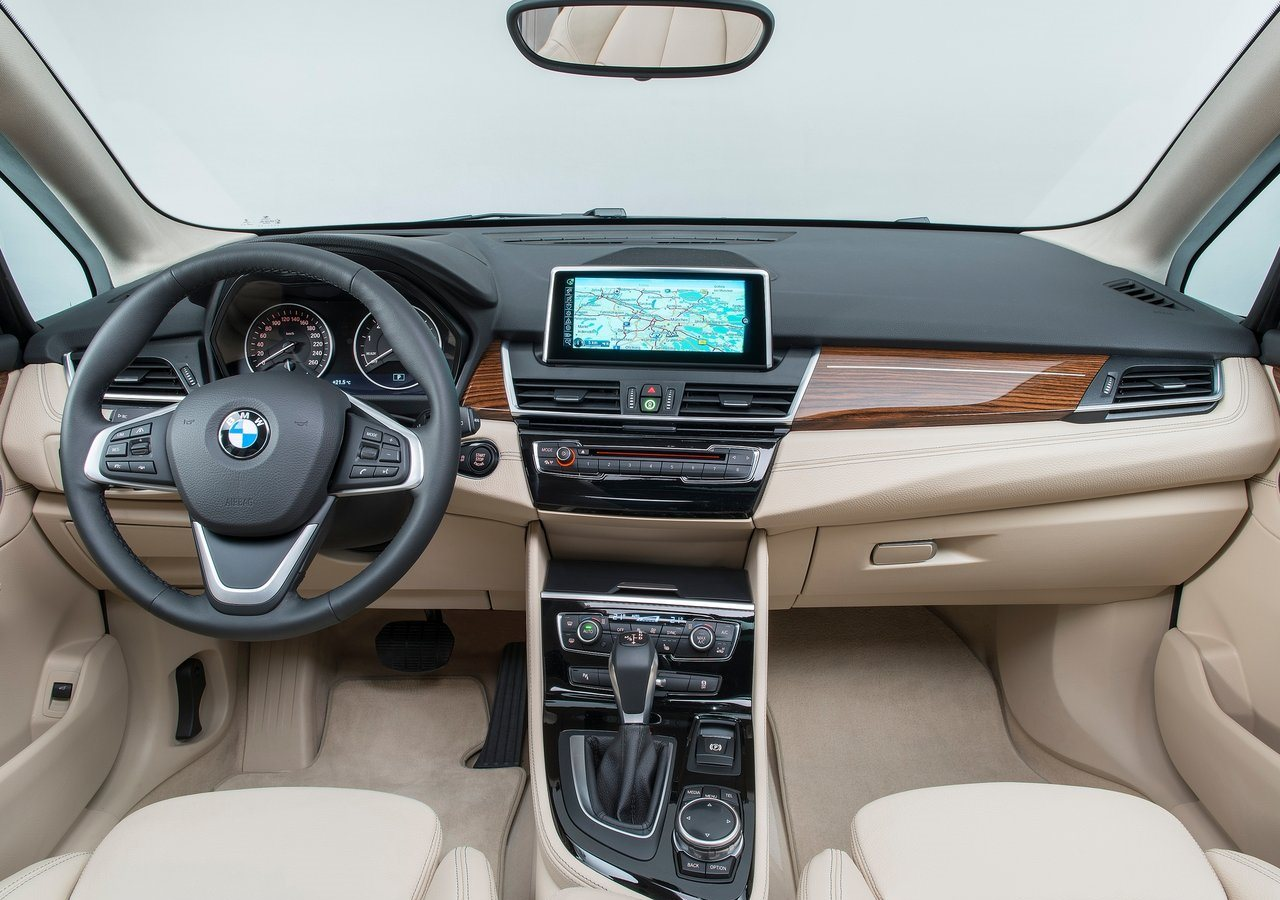 Bmw 2 Series Active Tourer 2017 225i In Qatar New Car Prices Specs Reviews Amp Photos Yallamotor