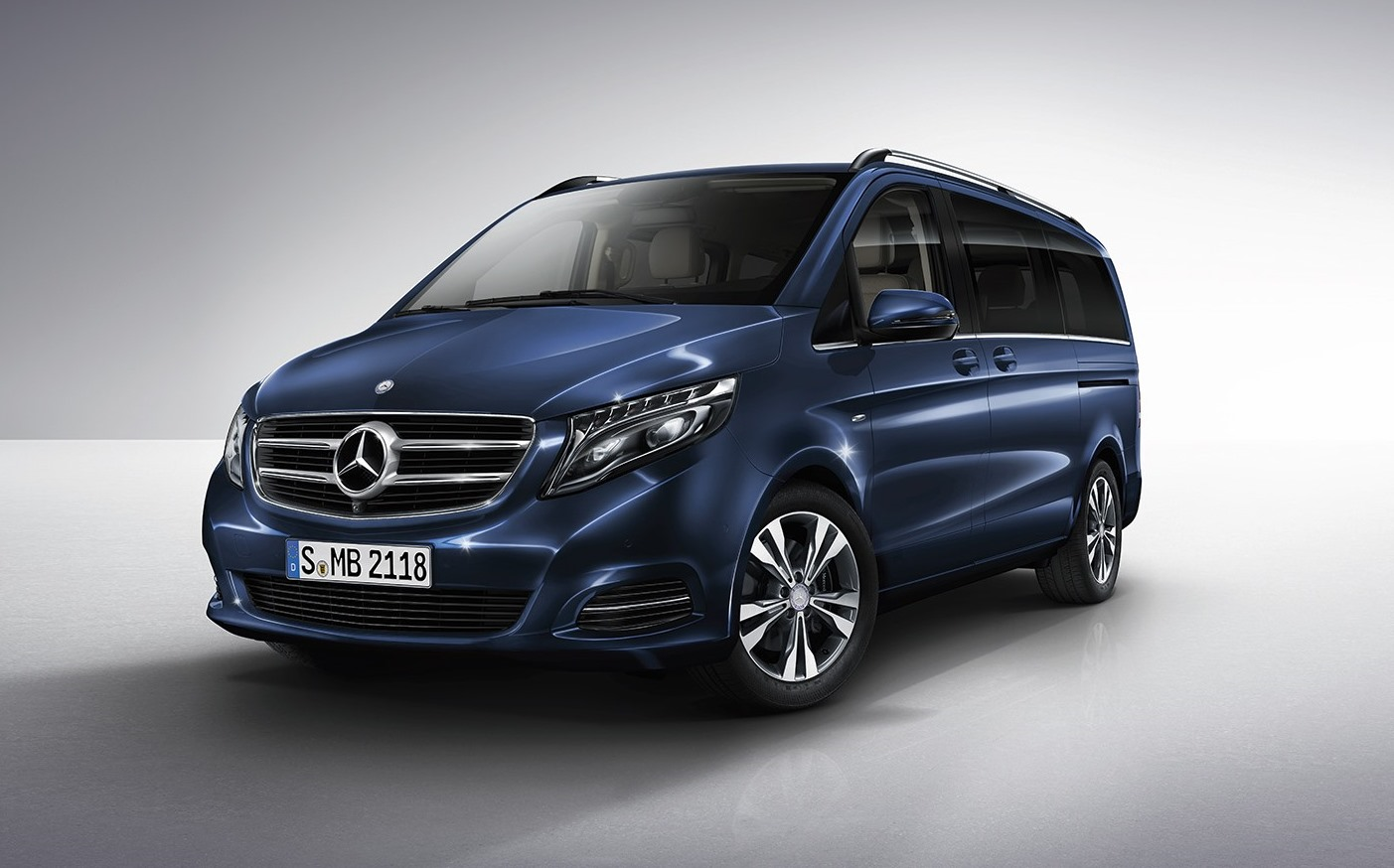 Mercedes benz v class 2017 standard in egypt new car for Mercedes benz mercedes benz mercedes benz
