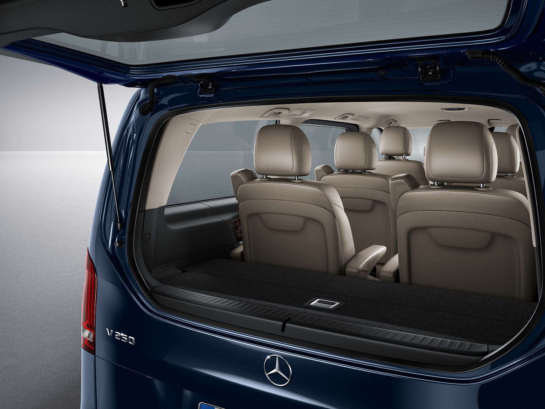 mercedes benz v class 2017 standard in egypt new car prices specs reviews photos yallamotor. Black Bedroom Furniture Sets. Home Design Ideas