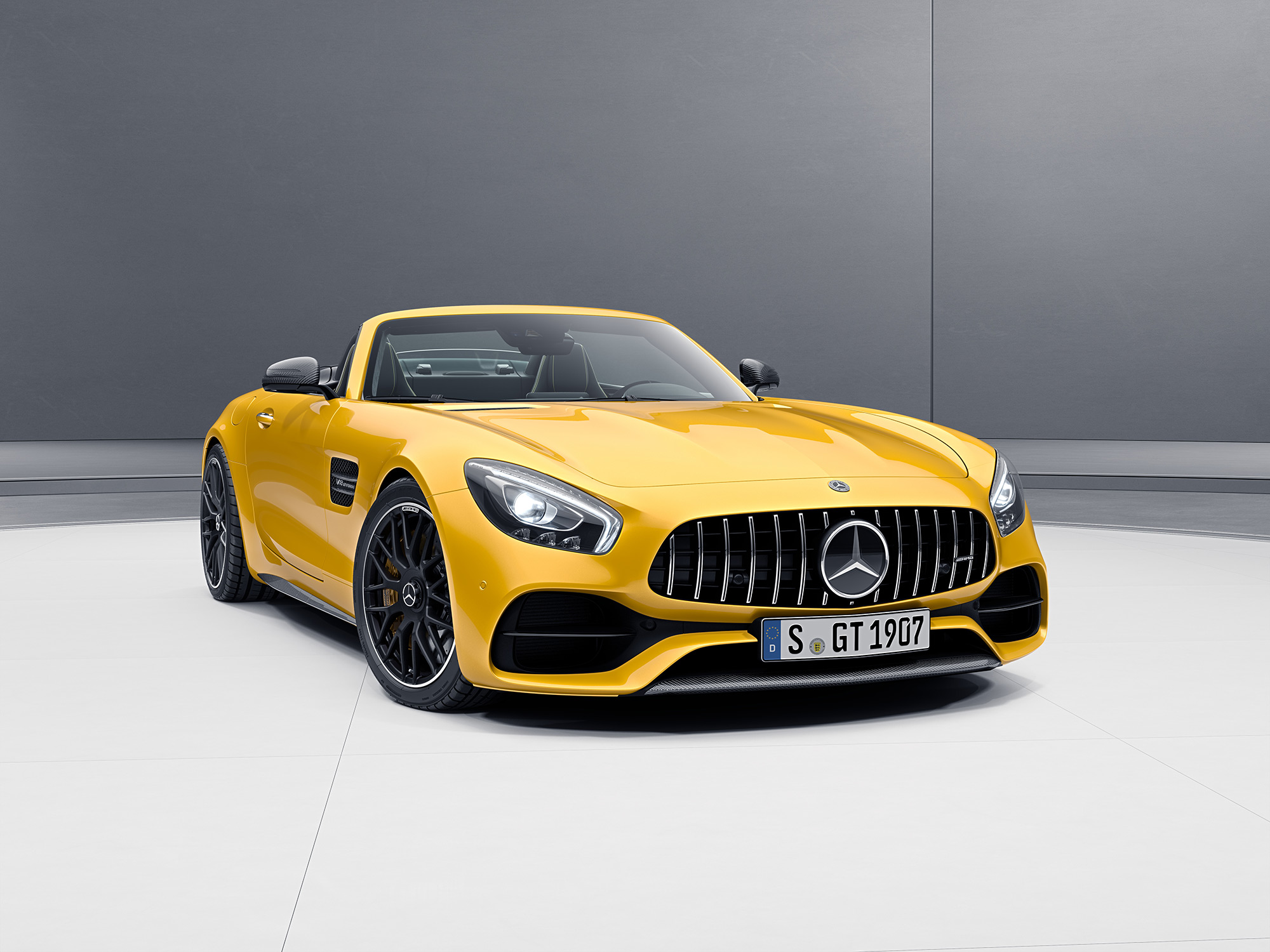 Mercedes benz amg gt roadster 2017 4 0l biturbo in bahrain for Mercedes benz amg gt coupe price