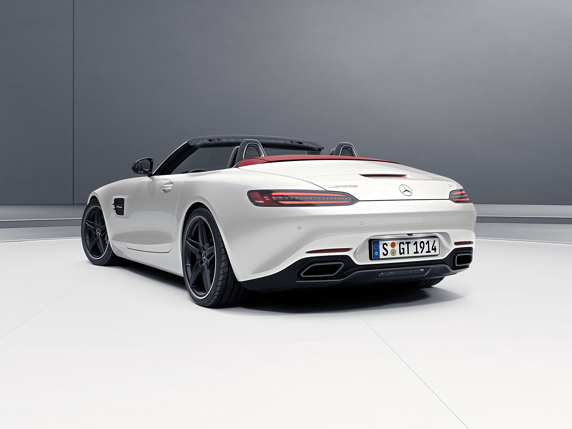 mercedes benz amg gt roadster 2017 4 0l biturbo gt c in bahrain new car prices specs reviews. Black Bedroom Furniture Sets. Home Design Ideas