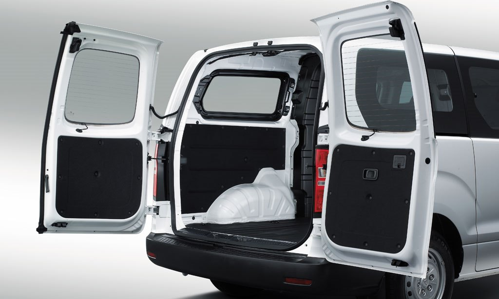 hyundai h1 2018 9 seater passenger van in uae new car prices specs reviews photos yallamotor. Black Bedroom Furniture Sets. Home Design Ideas