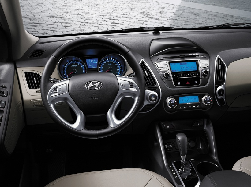 Hyundai tucson price in qatar new hyundai tucson photos - Hyundai tucson interior pictures ...