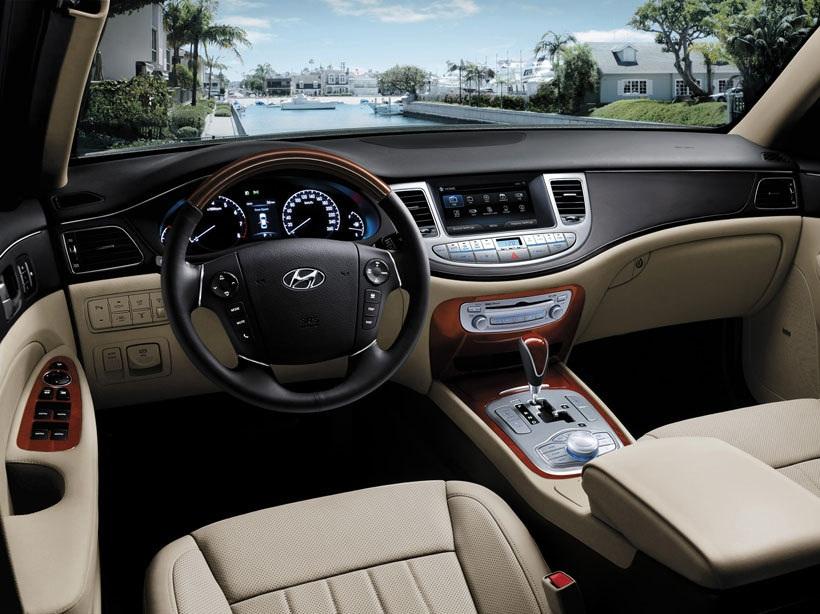 Good Hyundai Genesis 2013 3.8L, Bahrain