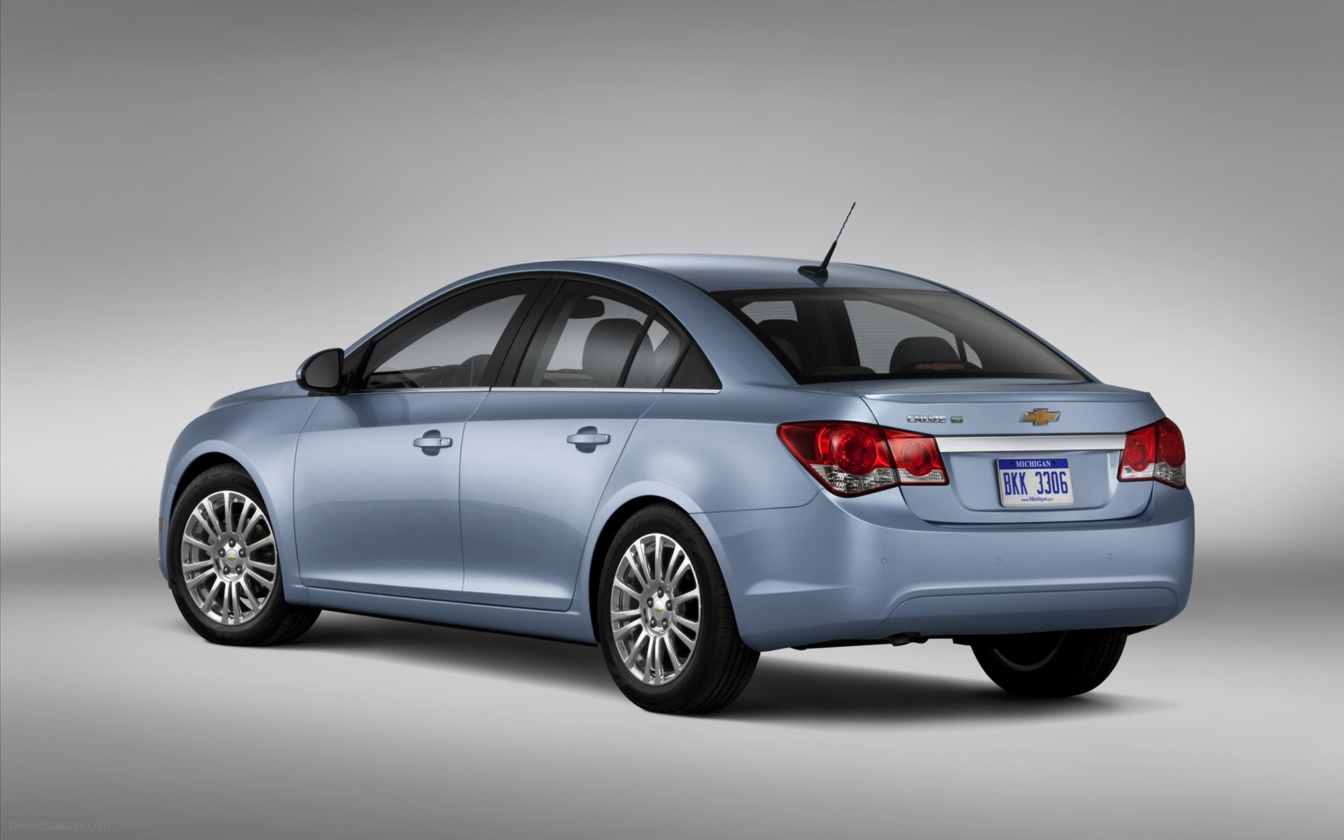 Chevrolet Cruze 2012 1 8l Lt In Uae New Car Prices Specs