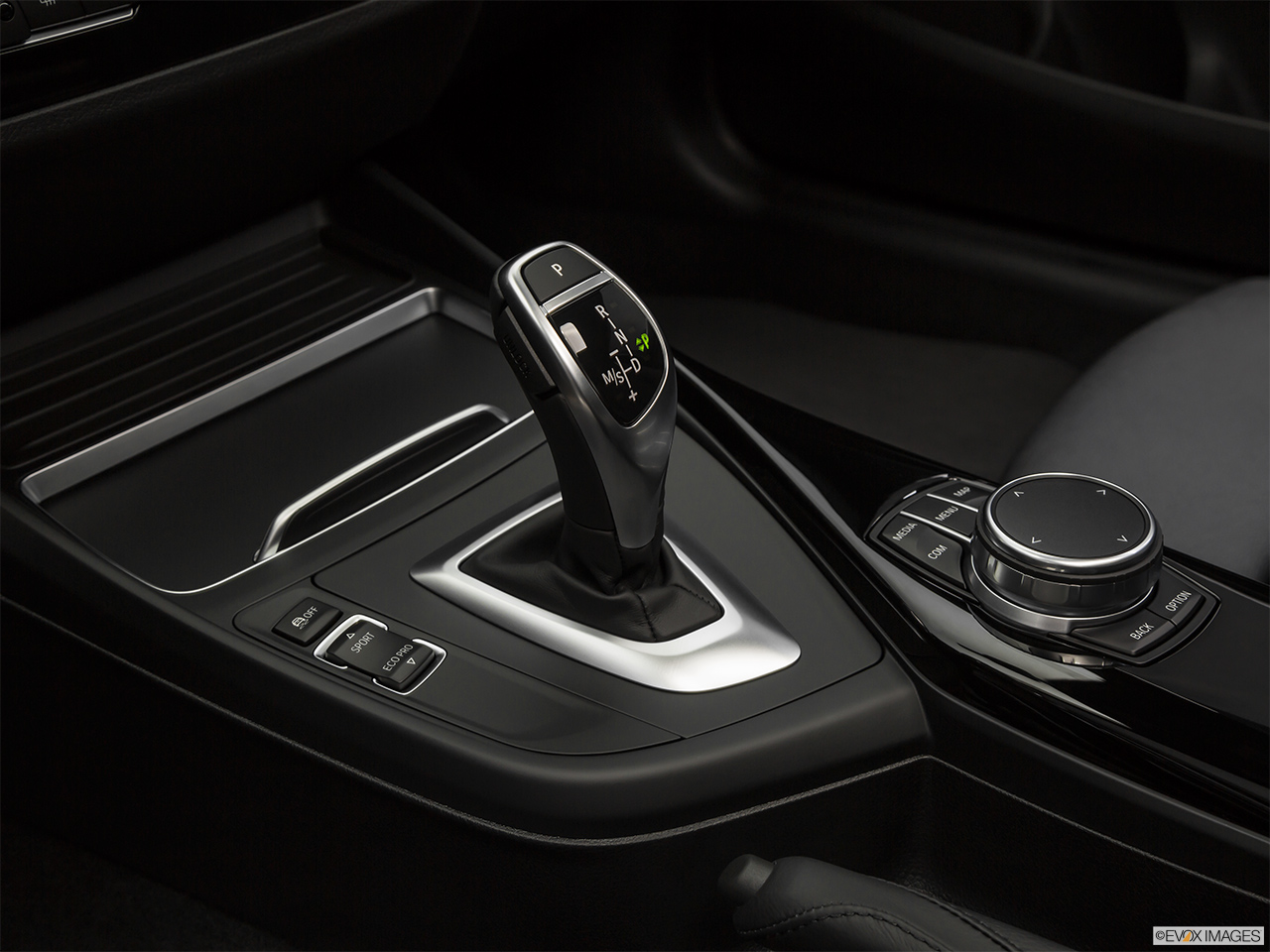 BMW 2 Series Coupe 2018, Saudi Arabia, Gear shifter/center console.