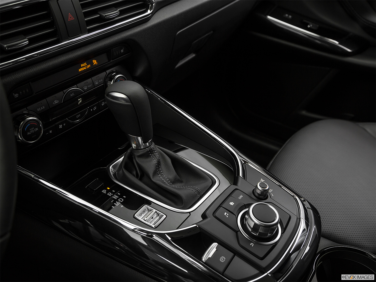 Mazda CX-9 2018, Saudi Arabia, Gear shifter/center console.