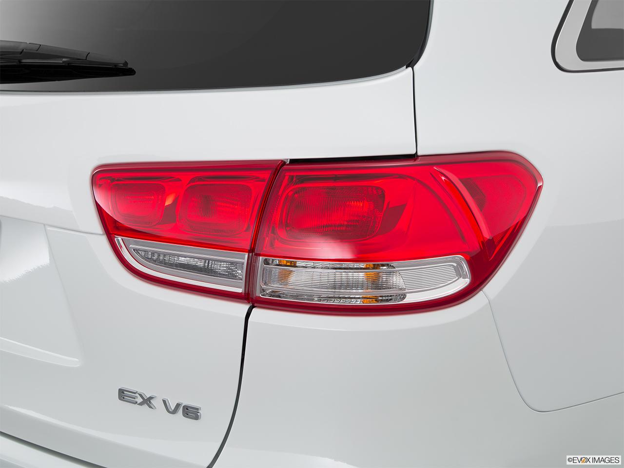 Car features list for kia sorento 2016 2 4l top bahrain yallamotor for Kia sorento interior lights wont turn off