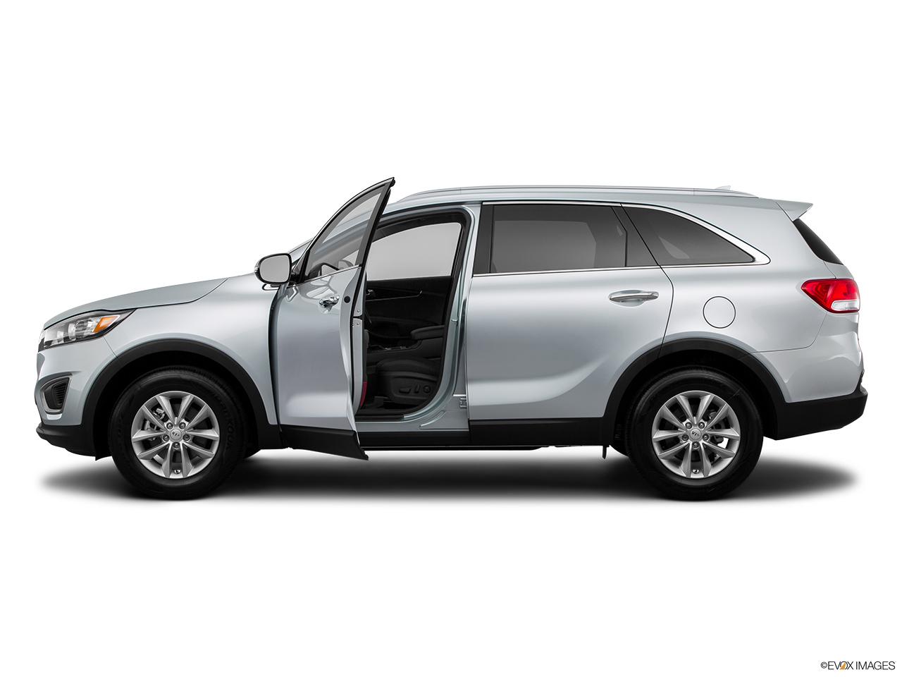 car features list for kia sorento 2016 2 4l base qatar yallamotor. Black Bedroom Furniture Sets. Home Design Ideas