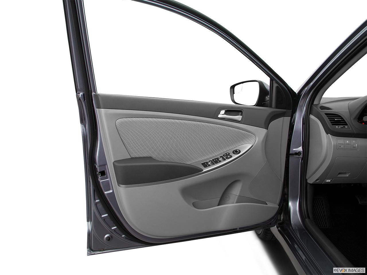 hyundai accent   gls  qatar  car prices specs reviews  yallamotor