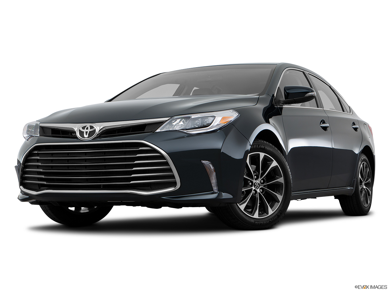 Toyota avalon 2016 saudi arabia front angle view low wide perspective