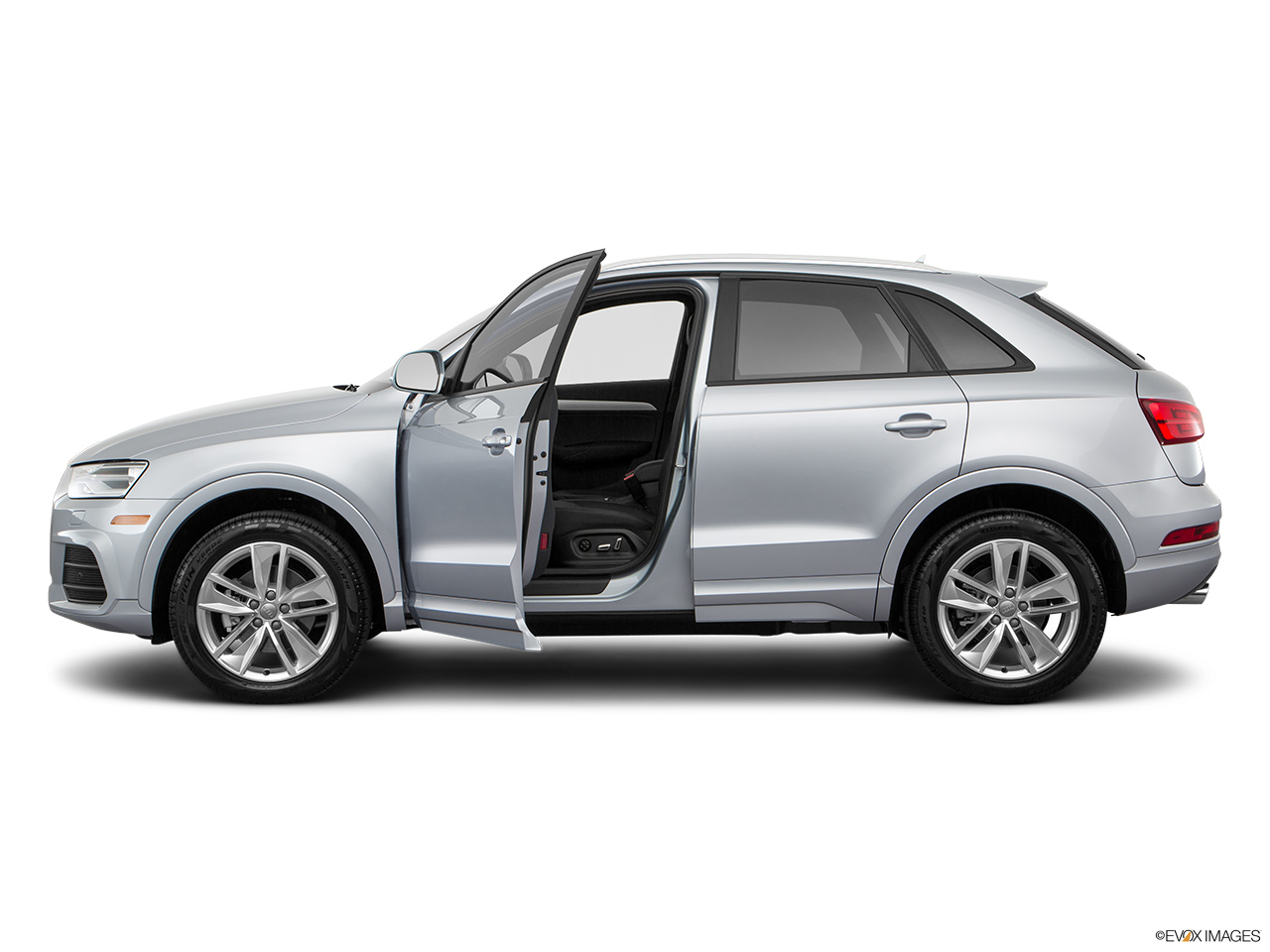 audi q3 2017 40 tfsi design quattro 220 hp saudi arabia driver 39 s side profile with drivers. Black Bedroom Furniture Sets. Home Design Ideas